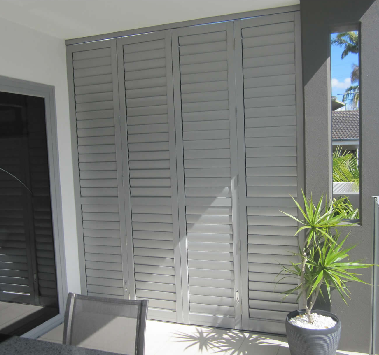 Louvred Privacy Screen